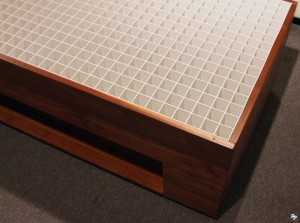 Close-up of the polystyrene grid surrounded by the tables side panels